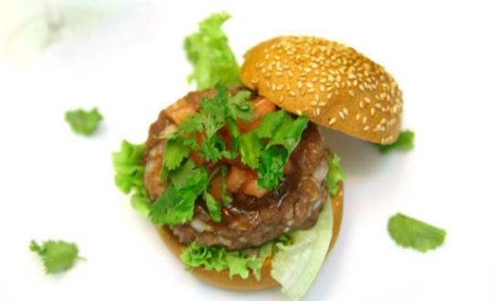 Домашній гамбургер з баранини. Як приготувати